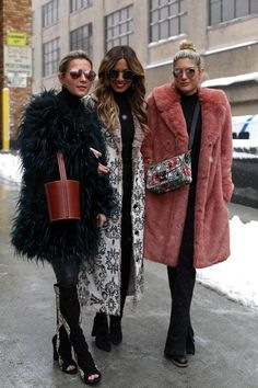 The Best Street Style Looks From New York Fashion Week Fall 2017 On the street at New York Fashion Week. More from my site See the Latest New York Fashion Week Street Style Fall 2019 New York Street Style, Casual Street Style, Looks Street Style, Street Style Trends, Autumn Street Style, Edgy Style, New York Style, Feminine Style, Winter Fashion Outfits