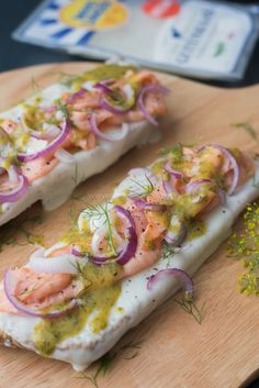 Broodje uit de oven: Geitenkaas met gerookte zalm - OhMyFoodness Salsa, Lunch Wraps, Cooking Recipes, Healthy Recipes, Healthy Food, 30 Minute Meals, Ciabatta, Pizza, High Tea
