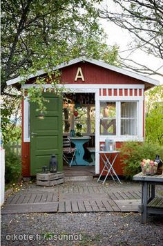 They may say garden shed but I say art studio.