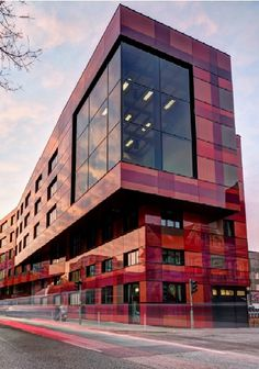 Aida entertainment house in hamburg, germany with sentryglas® expressions™ Laminated Glass, Facade Architecture, Commercial Architecture, Modern Tv, Tv Decor, Building A House, Hamburg Germany, Exterior, Entertaining