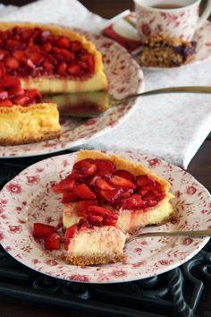 Tarta de mascarpone y limón cubierta de fresas