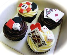 Poker cake, cupcakes for men, themed cupcakes, funny cupcakes, vegas theme Poker Cupcakes, Poker Cake, Funny Cupcakes, Cupcakes For Men, Themed Cupcakes, Cupcake Cakes, Party Cupcakes, Cupcake Ideas, Cup Cakes