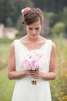 Lieflijk roze #bruidsboeket #trouwen #bruiloft #inspiratie #wedding #bouquet #inspiration Trouwen op een boerderij in Schinnen   ThePerfectWedding.nl   Fotocredit: Sanne van de Berg Fotografie