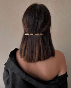 sleek short hair Best Picture For beauty art For Your Taste You are looking for something, and it is Hair Inspo, Hair Inspiration, Medium Hair Styles, Curly Hair Styles, Hair Clip Styles, Medium Thick Hair, Pretty Hairstyles, Hairstyle Ideas, Black Hairstyle
