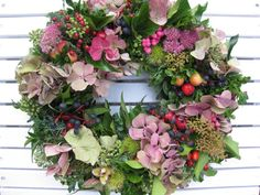 All Details You Need to Know About Home Decoration - Modern Xmas Wreaths, Easter Wreaths, Driftwood Wreath, Straw Wreath, Deco Floral, Bridesmaid Flowers, Fall Flowers, Floral Crown, Summer Wreath