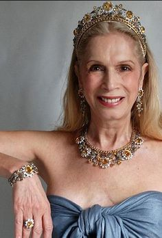 Lady Colin Campbell wearing her Queen of Sheba Diamond Parure - tiara, necklace, long-drop earrings, ring and bracelet Royal Crown Jewels, Royal Crowns, Royal Tiaras, Royal Jewelry, Tiaras And Crowns, Diamond Tiara, Diamond Cuts, Colored Diamonds, White Diamonds