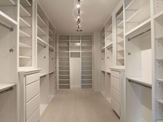 dream closets You must have a good walk in closet, so master bedroom designs with walk in closets must come easy after you take a look at our suggestion list. Master Closet Design, Walk In Closet Design, Master Bedroom Closet, Closet Designs, Bedroom Designs, Master Closet Layout, Bedroom Closets, Bedrooms, Placard Design