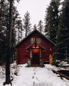 A tranquil log cabin in Oregon surrounded by pines. #cabindecor