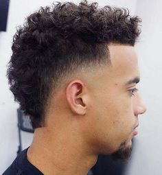 Taper Fade Curly Hair, Taper Fade Mohawk, Low Taper Fade Haircut, Short Fade Haircut, Wavy Hair Men, Tapered Haircut, Boys With Curly Hair, Haircut Medium, Men's Hair