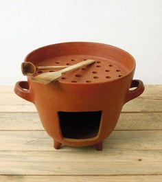 clay grill by Colectivo 1050 Cooking Stove, Fire Cooking, Kitchen Items, Kitchen Utensils, Ceramic Pottery, Ceramic Art, Diy Luminaire, Diy Pizza Oven, Rocket Stoves