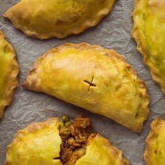 vegetable pasties – vegan pasties filled with curried vegetables and chickpeas, perfect for picnicking!Curried vegetable pasties – vegan pasties filled with curried vegetables and chickpeas, perfect for picnicking! Vegan Foods, Vegan Dishes, Vegan Vegetarian, Vegetarian Recipes, Healthy Recipes, Vegetarian Dinners, Vegetarian Pasties, Vegan Pie, Vegan Recipes For Lunch
