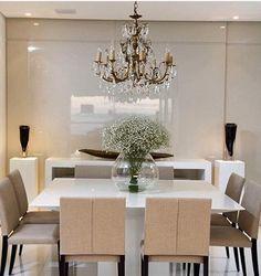 Muito elegante essa sala de jantar By @gabiviveiros #arquitetura #decor #ambientes #arquiteturadeinteriores #home #homedecor #homestyle #homedesign #iluminação #instahome #instadesign #interiores #instadecor #interiordesign #decoração #detalhes #saladejantar #lustre #decoreseuestilo #desingdecor #style #design #decoracaodeinteriores #casaluxo #casachic #luxury #details #decorando #lamps #decoration