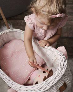 Dolls Prams, White Wicker, Bassinet, Little Girls, Flower Girl Dresses, Wood, Pink, Home Decor, Crib