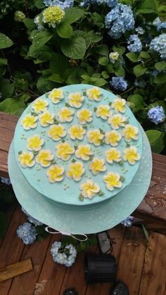 Buttercream flowers Art Cakes, Buttercream Flowers, Stepping Stones, Wedding Cakes, Candy, Outdoor Decor, Ideas, Home Decor, Decorating Cakes