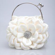 Womens Purses : 50 Fabulous & Elegant Evening Handbags and Purses Stylish Handbags, Cute Handbags, Cheap Handbags, Fashion Handbags, Purses And Handbags, Fashion Bags, Fashion Accessories, Luxury Handbags, Popular Handbags
