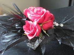 http://petalswithpizzazz.com/wp-content/uploads/2013/04/Audria-Prom-corsages-003.jpg