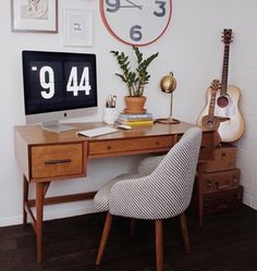 Really feel suffocated by monotony or dullness in your home office? The market is rife with thrilling office desk decor that can brighten up even probably the most mundane… Continue Reading → Home Office Design, Home Office Decor, House Design, Home Decor, Guest Room Office, Office Set, Cool Office Space, Desk Space, Desk Inspiration