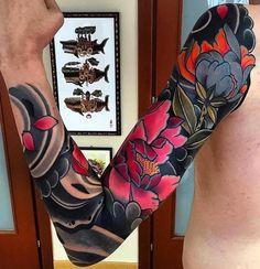 Japanese tattoo sleeve by @pablo_de_tattoolifestyle. #japanesetattoo #japanesetattoo #irezumi #tebori #colortattoo #colorfultattoo #cooltattoo #largetattoo #armtattoo #tattoosleeve #flowertattoo #peonytattoo #newschool #newschooltattoo #blackwork #blackink #blacktattoo #wavetattoo #naturetattoo