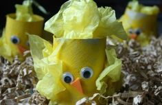 OMG, these little chicks are made from toilet paper rolls! Totally making these Easter crafts this year.