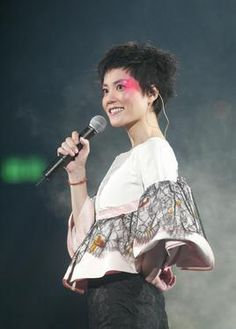 Wong Faye Faye Wong, Fairy Hair, Hair Growth, Hair Inspiration, Short Hair Styles, Actresses, Performing Arts, Pixies, Concert
