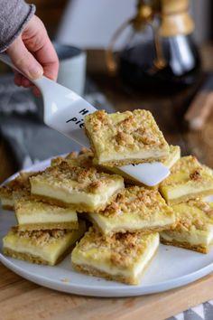 Käsekuchen vom Blech mit Marzipanstreuseln und gemahlenen Mandeln, Rezept Käsekuchen Marzipan, Rezept Käsekuchen Blech