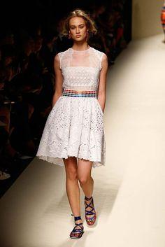 Milán Fashion Week SS 2014: Desfile de Alberta Ferretti - Harper's Bazaar