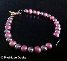 Bracelet fait à la main, avec perles de cristaux de swarovski et pendentif en pierre d'onyx..