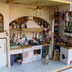 Vitrine Miniature, Miniature Rooms, Miniature Kitchen, Miniature Houses, Miniature Furniture, Dollhouse Furniture, Diy Dollhouse, Dollhouse Miniatures, Mini Doll House
