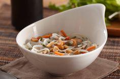 Recette: Soupe aux Nouilles Thaïe - Circulaire en ligne Thai Noodle Soups, Spicy Thai Noodles, Rice Noodles, Soup Recipes, Chicken Recipes, Tasty Thai, Dry Rice, Sriracha Sauce, Butternut Squash Soup