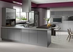 Thinking on elevating your kitchen to a whole new level? Then why not try a grey kitchen? Discover the Best Grey Kitchen Ideas for a Chic Space. Grey Gloss Kitchen, Gloss Kitchen Cabinets, Grey Kitchen Floor, Modern Grey Kitchen, Grey Kitchen Designs, Grey Kitchens, Modern Kitchens, Fitted Kitchens, Kitchen Interior