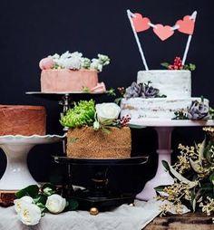 Um zilhão de docinhos pra retribuir parte desse amor todo que a gente recebe pela vida toda  Feliz dia das Mamães   Foto @angelodalbo  Bolos @petitefabrique  Flores e decoração @filiz_flores  Louças @kirafestas  #diadasmaes #mae #festa #party #love #instamood #instalove #amor #feitoamao #decor #decoration #comamor #bolo #doces #cake #caketopper #partydecor #birthday by raviere