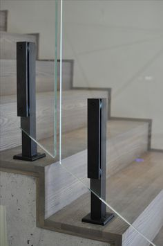 Staircase Design Modern, Staircase Railing Design, Staircase Handrail, Balcony Railing Design, Home Stairs Design, Interior Staircase, Modern Stairs, Glass Handrail, Glass Railing System