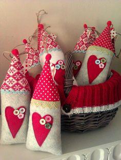 Sew a little love: Higgledy-piggledy Christmas houses Felt Christmas Ornaments, Christmas Stockings, Christmas Decorations, Holiday Decor, Fabric Crafts, Sewing Crafts, Sewing Projects, Christmas Sewing, Christmas Projects