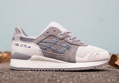 """A few months back, we offered a first look at the forthcoming Asics """"Christmas Pack"""" for Holiday Of the highly anticipated pack we've today singled out Gel Lyte III from the collection bearing tones synonymous with the nation's most … Continue readi Gel Lyte 5, Asics Gel Lyte Iii, Jordan Shoes, Air Jordan, Nike Shox, Nike Roshe, Yeezy, Men's Shoes, Shoes Sneakers"""