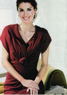 Queen-Rania-of-Jordan-wears-her-rose-cut-band-in-UK-Hello-Sep-2010