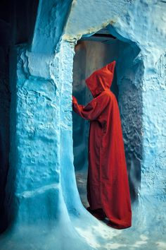 Stranger in red (Morocco) -  Turquoise & Red
