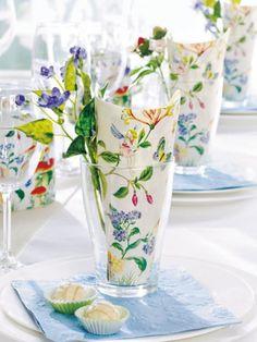 An einem einladend gestalteten Esstisch lässt es sich gleich doppelt so gut speisen - das finden sicher auch Familie und Gäste.