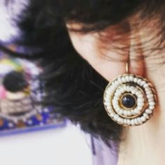 Pendiente estilo antiguo con perlas de agua dulce y Zafiro