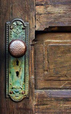 Door knobs are sometimes even better than the doors themselves! Oh such a beautiful door knob. Old Door Knobs, Door Knobs And Knockers, Glass Door Knobs, The Doors, Windows And Doors, Front Doors, Front Door Handles, Boho Home, Design Seeds