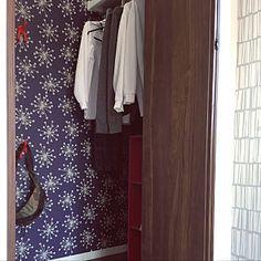 女性で、Otherの、My Desk/IKEA/カラーボックス/アクセントクロス/北欧/こども部屋/クローゼット収納/サンゲツ/サンゲツ壁紙についてのインテリア実例。 「長男の部屋のクローゼ...」 (2017-11-04 03:04:25に共有されました) Wardrobe Rack, Furniture, Home Decor, Decoration Home, Room Decor, Home Furnishings, Home Interior Design, Home Decoration, Interior Design
