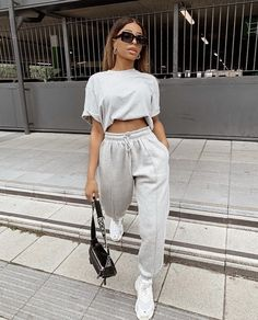 sweatpants outfit for school cute - sweatpants outfit Cute Lazy Outfits, Chill Outfits, Sporty Outfits, Mode Outfits, Stylish Outfits, Summer Outfits, Fashion Outfits, Sporty Fashion, Mod Fashion