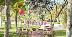 """Ya sabéis lo mucho que nos gustan los picnics, así que una """"picnic party"""" nos pareció una idea perfecta para celebrar el segundo cumpleaño... Picnic Birthday, Outdoor Birthday, 1st Birthday Parties, 2nd Birthday, Peppa Pig 2, Picnic Themed Parties, Picnic Decorations, Ideas Para, Wedding Reception"""