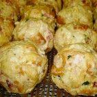 Tirolské knedle • recept • bonvivani.sk Slovak Recipes, Czech Recipes, Ethnic Recipes, No Salt Recipes, Cooking Recipes, Food 52, Dumplings, 4 Ingredients, Ham