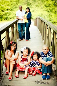 Photography ideas for family  {via j-Lynn photography http://www.facebook.com/pages/J-Lynn-Photography/244257538960454 }  { http://everythingniki.blogspot.com }