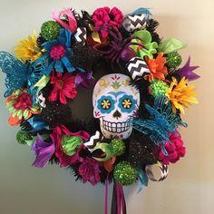 My Day of the Dead wreath Halloween Door Wreaths, Halloween Trees, Halloween Boo, Holiday Wreaths, Halloween Crafts, Halloween Decorations, Mexican Halloween, How To Make Wreaths, Diy Wreath