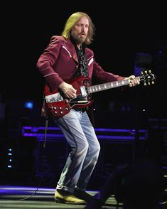 Photos of Tom Petty throughout the years. Jeff Lynne, Creedence Clearwater Revival, Roy Orbison, Tom Petty, George Harrison, My Favorite Music, Rock And Roll, Toms, Photos