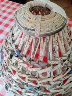 Centomilaidee: -Lampada da soffitto con le cannucce shabby Newspaper Crafts, Quilling, Rattan, Lamb, Decorative Boxes, Hobbies, Shabby, Diy, Tutorials