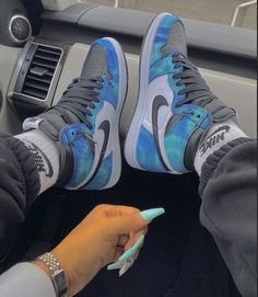 Jordan Shoes Girls, Jordans Girls, Air Jordan Shoes, Retro Jordans, Cute Sneakers, Sneakers Mode, Sneakers Fashion, Air Max Sneakers, Nike Fashion