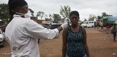 Präventionsprojekt von Help stärkt lokale Gesundheitsstrukturen  Nach dem ersten bestätigten Ebola-Todesfall in Mali wächst in einem siebten westafrikanischen Land die Angst vor einer Ausbreitung der tödlichen Krankheit. Um die Eindämmung der Epidemie in Mali zu unterstützen, startet Help – Hilfe zur Selbsthilfe Anfang November mit einer landesweiten Informationskampagne für die Bevölkerung.