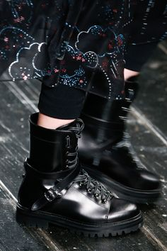 Valentino Fall 2016 Ready-to-Wear Fashion Show Details